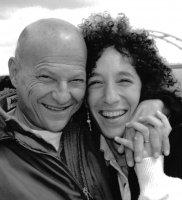 Сайт, посвященный творчеству и деятельности Арни и Эми Минделл